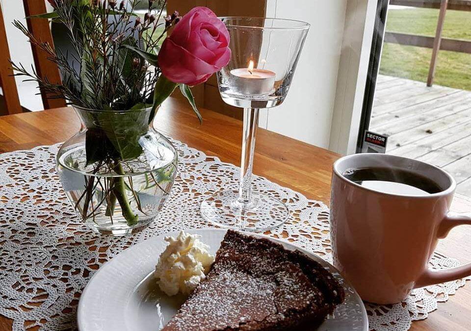 Mellomgårdens Café & Gårdsbutik kaffe och kaka