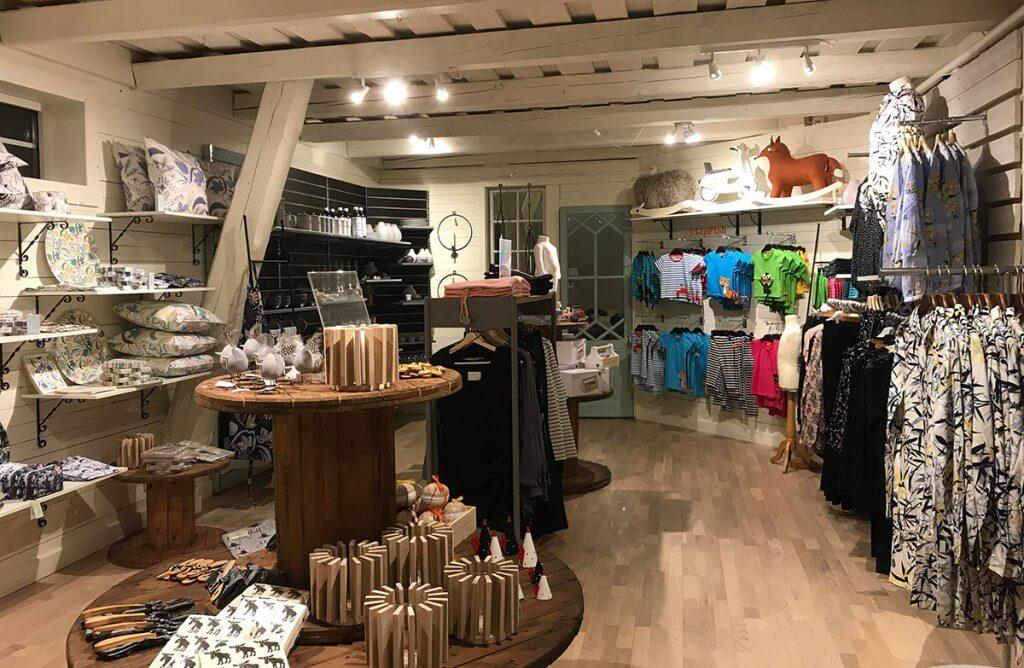 Mellomgårdens Café & Gårdsbutik vy gårdsbutiken