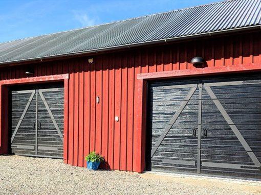 Garage-Portexperten-i-Falköping-svarta-äldre-portar