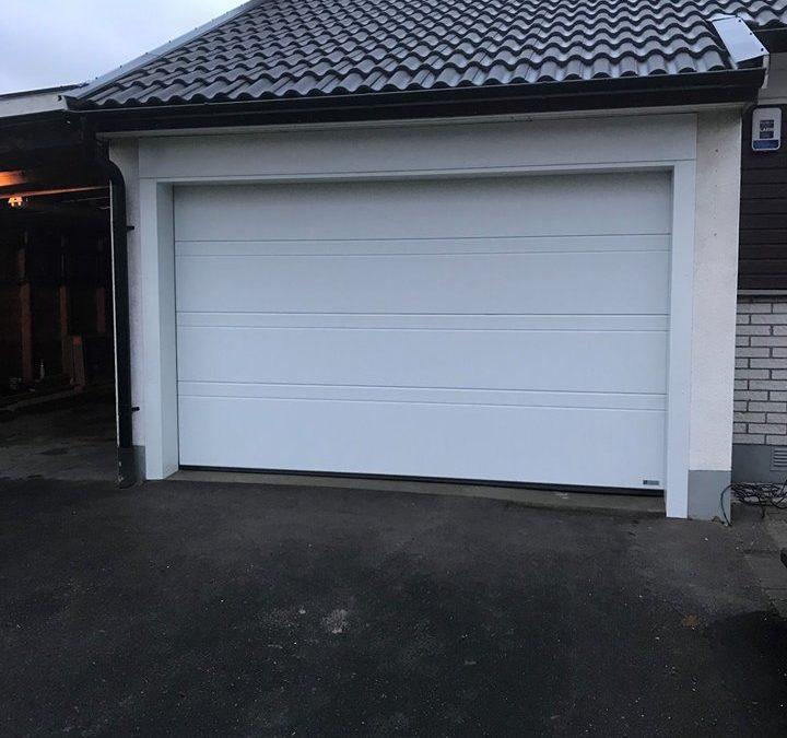 Garage Portexperten i Falköping vit karport